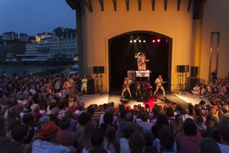 LES SORTIES DE BAIN. GRANVILLE, NORMANDIE, FRANCE, 2, 3, 4, 5 JUILLET 2015
